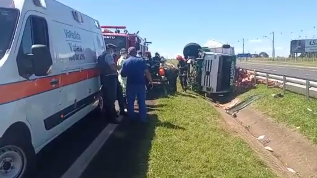 Acidente entre caminhões deixa duas pessoas feridas em Franca