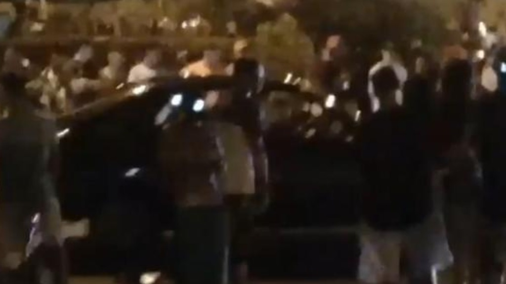 Novo registro de aglomeração no Jardim Cristo Redentor ocorreu na noite deste domingo (2) (Imagem: Reprodução  / Rede social) - Foto: Divulgação / Redes Sociais