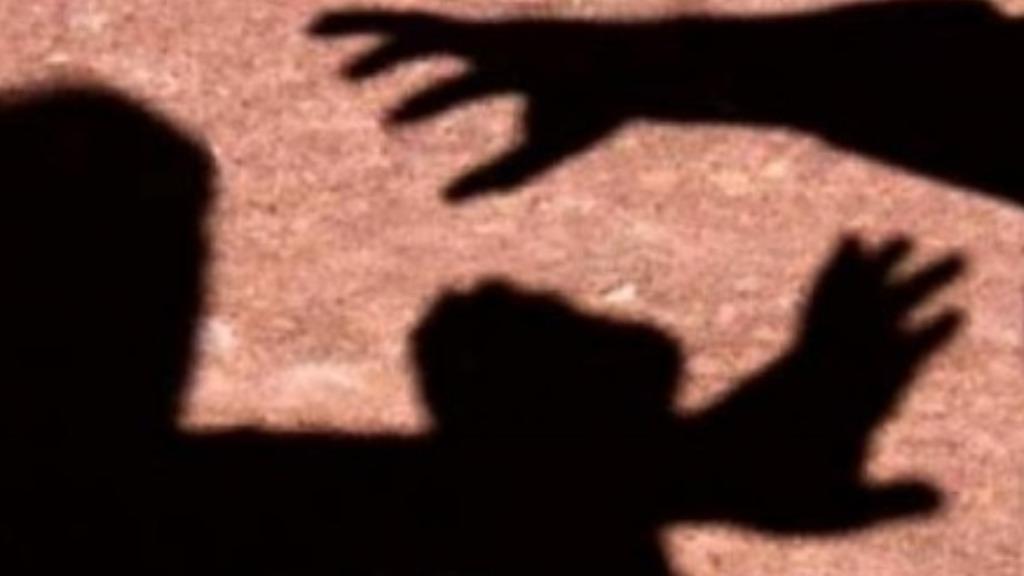 Homem agride jovem de 20 anos com pedaço de pau em Dourado