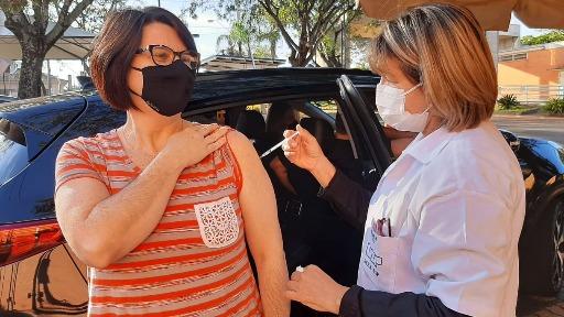 Cravinhos retoma, nesta quinta (24), a vacinação contra a Covid-19 em pessoas com idades entre 40 e 49 anos