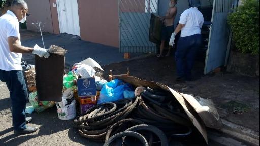 Mutirão recolhe materiais descartáveis e pneus velhos neste sábado, 8 de maio. Foto: Prefeitura - Foto: Divulgação