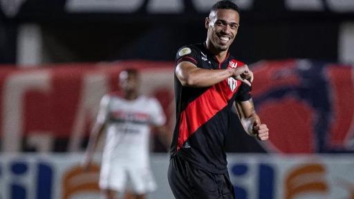 São Paulo perde para o Atlético-GO e tem mau início no Brasileirão