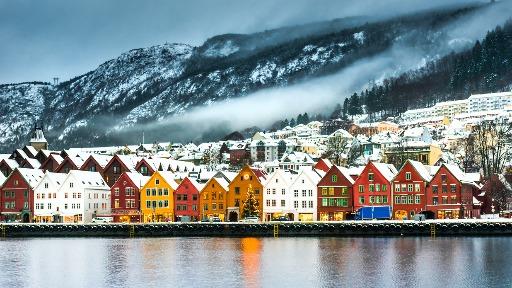 Viajando pelas ondas do rádio, a turismóloga Aline Calache nos leva para Bergen, na Noruega