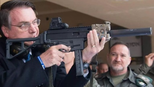 Saiba quanto custa um fuzil sugerido por Bolsonaro