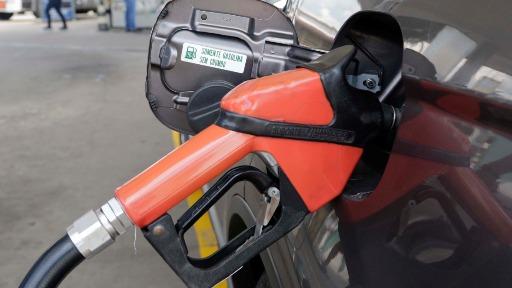 """""""É um absurdo"""", analisa economista sobre o projeto da Câmara que fixa o ICMS dos combustíveis"""