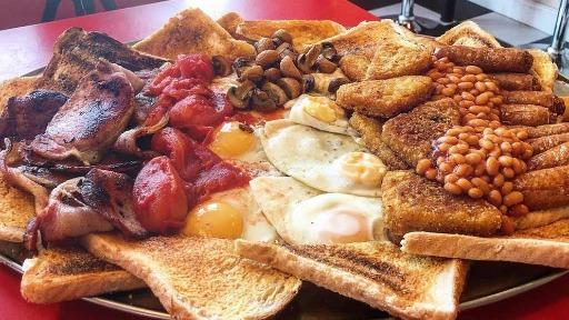 Café da manhã de 17 mil calorias! Quem conseguir comer em 1h, entra para o Guinness Book