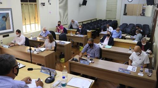 Por 10 votos a 7, Câmara rejeita PL que reafirma participação de famílias homoafetivas em programas habitacionais