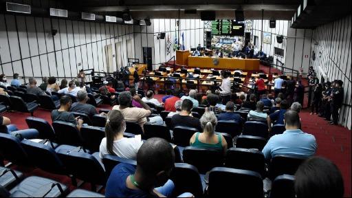 Servidores protestaram durante a sessão desta quinta (10) (Foto: Aline Pereira/Câmara de Ribeirão) - Foto: divulgação