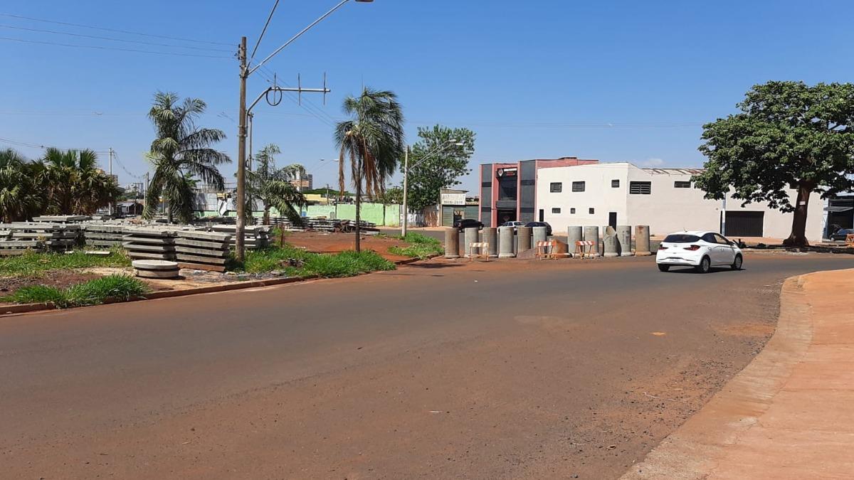 Comerciantes e motoristas reclamam dos canteiros de obras em Ribeirão Preto