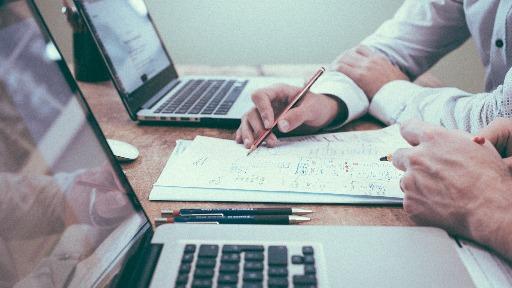 Especial Invest: Você sabia que investir pode ajudar nas finanças das empresas?