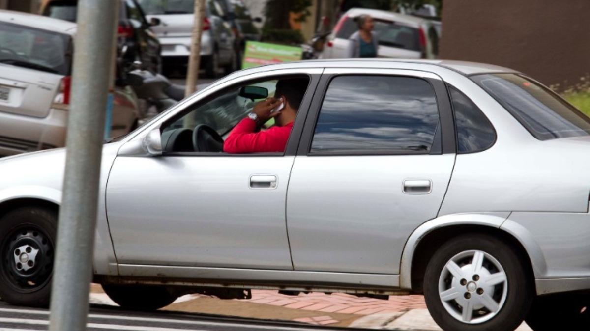 Em Franca, de 15 a cada 100 pessoas autuadas no trânsito são flagradas com celular no volante