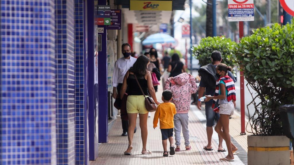 100 pessoas com Covid contaminam outras 128 em Araraquara, diz pesquisador