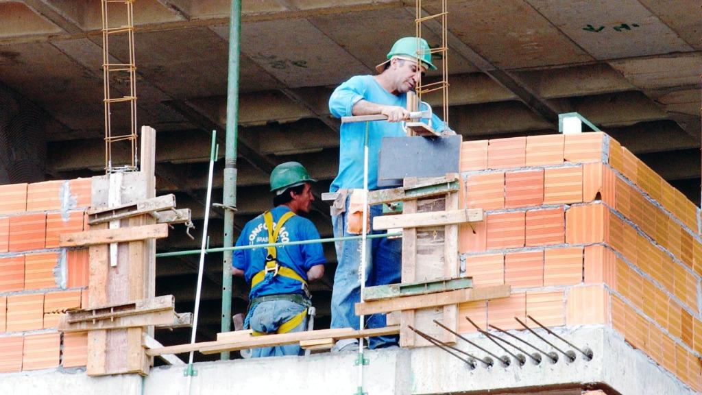 Setor da construção civil está aquecido em São Carlos e tem demandado mais mão de obra