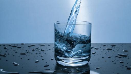 Água metálica? Sim, os cientistas conseguiram