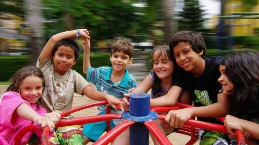 Você sabia que a população infantil do Brasil é maior do que a de 100 países?