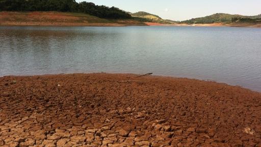 Consequências da falta de chuva e alerta de emergência hídrica
