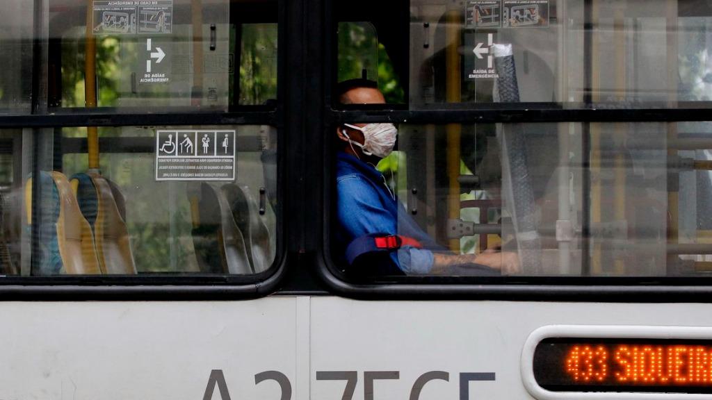 Cuidados necessários em transporte coletivo neste momento de pandemia - Foto: Divulgação