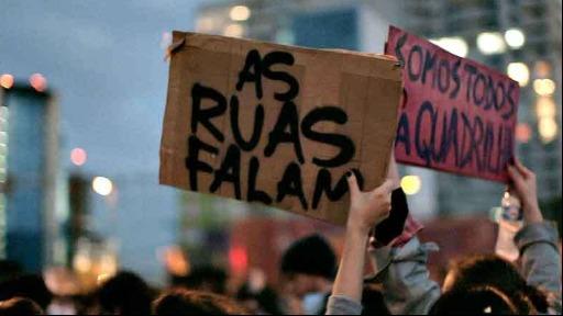 Diversas entidades e partidos participaram de uma reunião para compor uma Frente em Defesa da Democracia.