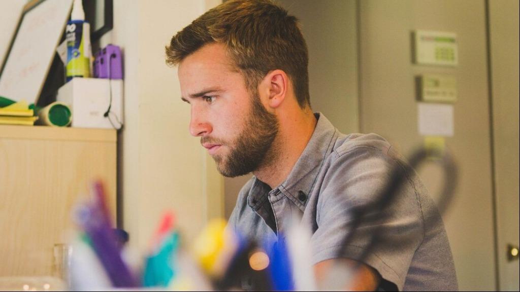 Algumas habilidades desejadas no campo do design gráfico são ter talento criativo, saber usar softwares e ter boa comunicação - Foto: Divulgação