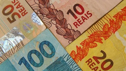 Entenda o que faz o real desvalorizar em comparação ao dólar