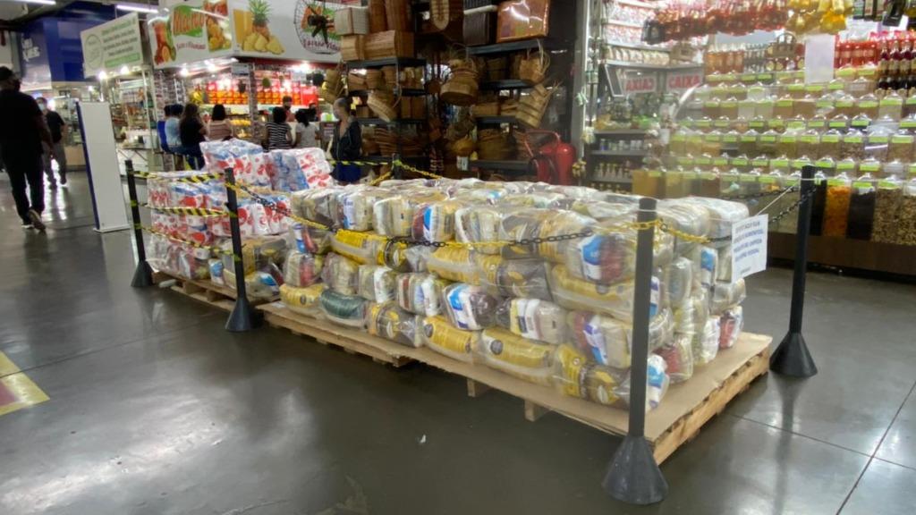 Donativos podem ser deixados em um box no Mercadão Central - Foto: Michelle Souza/ CBN Ribeirão