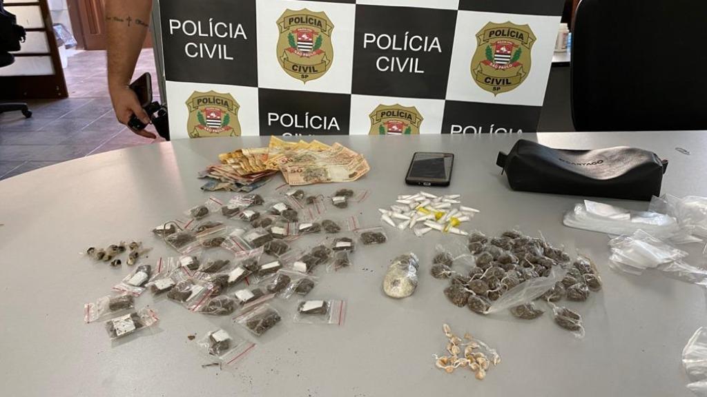 Dise apreende quase 500 porções de drogas e prende jovem em São Carlos