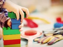 Especialista em desenvolvimento infantil fala sobre a importância de brincar com os filhos