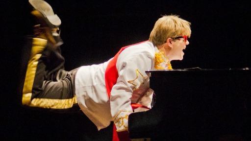 Ribeirão terá show do cover oficial de Elton John neste sábado