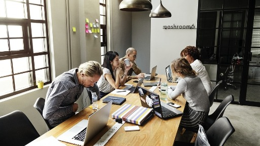 Colunista fala sobre a preocupação das empresas com o crescimento pessoal e profissional dos funcionários