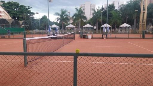 Esportes de raquete, como o tênis, estão permitidos nos clubes e quadras de Ribeirão Preto