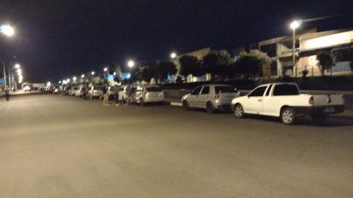 Moradores passam mais de 12 horas em fila para conseguir se vacinar no drive-thru de Pontal