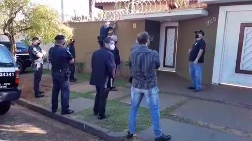 Homem que promovia festas clandestinas na Zona Sul de Ribeirão é detido por porte ilegal de munição