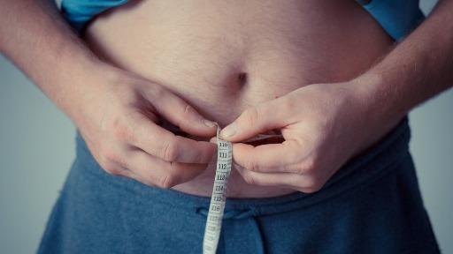 Gordura abdominal envolve os orgãos e pede mais atenção