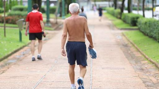 Por que fazer exercícios é tão importante para idosos vacinados?