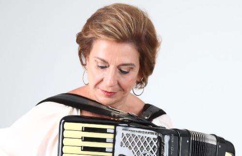 Gilda Montans: desde os 11 anos quebrando barreiras com seu acordeon