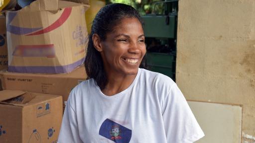 Ex-catadora de recicláveis, Kelly Cristina superou dificuldades e hoje coordena o projeto CataSonho