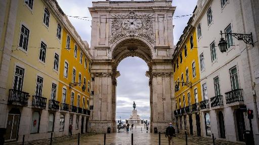 O destino de hoje é um dos preferidos dos brasileiros... partiu Lisboa!