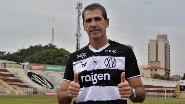 Relembre a carreira do ex-zagueiro, que fez sucesso no Grêmio, e hoje técnico Luciano Dias