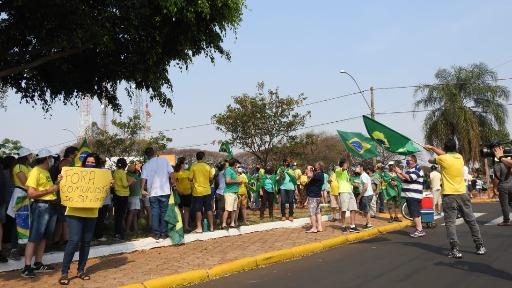 Araraquara e São Carlos têm manifestações contra e a favor de Bolsonaro