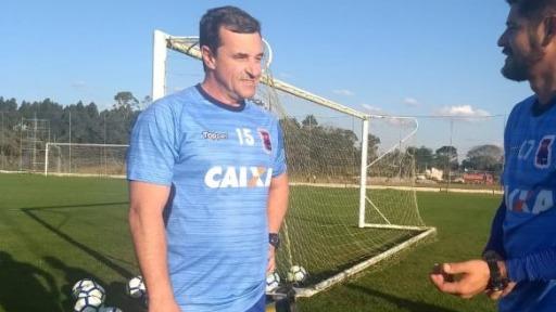 Marco Tedeschi, preparador de goleiros do Botafogo-SP - Foto: Irapitan Costa
