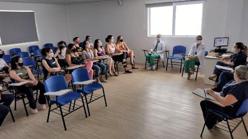 Coordenação da Maternidade em encontro com doulas para retomada. Foto: Assessoria Santa Casa - Foto: Divulgação