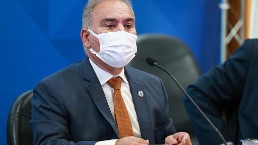Ministério da Saúde recua na vacinação de adolescentes sem comorbidades e espaço para protagonismo do governo de São Paulo