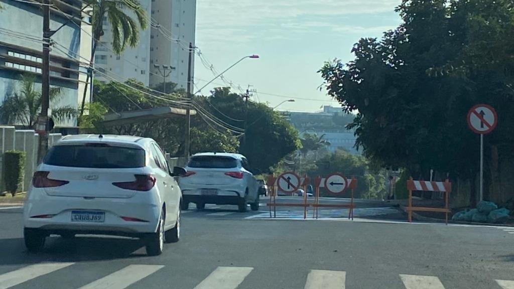 Transerp transforma a Rua João Gomes Frossard em sentido único, mas motoristas seguem entrando na contramão