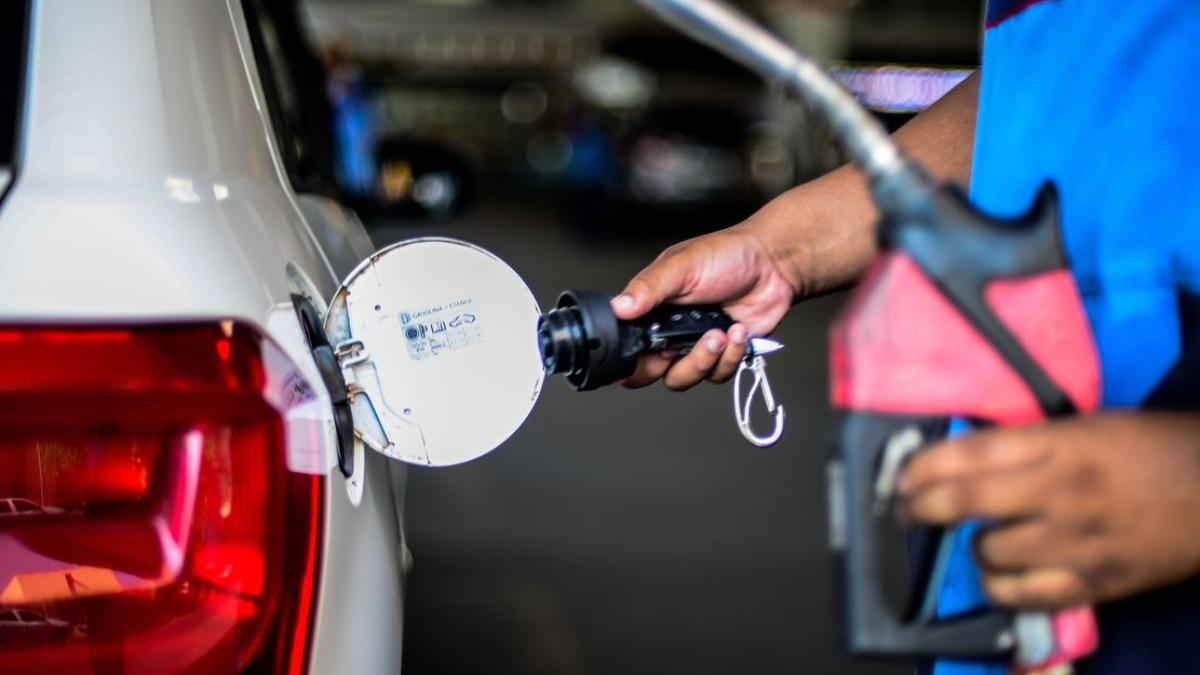 Donos de postos de combustíveis prometem reajustar os preços ainda nesta terça-feira (26)