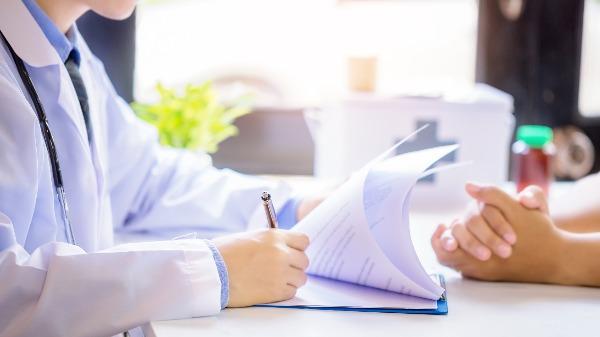 Médico oncologista alerta para os riscos do diagnóstico tardio de câncer