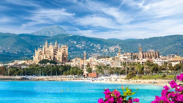 Palma de Mallorca traz de praias paradisíacas até monumentos históricos romanos