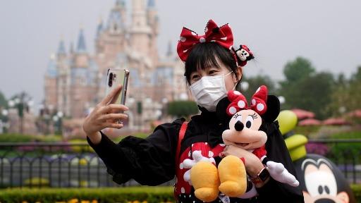 Aumento de casos de Covid-19 por conta da variante Delta faz a Disney exigir o uso de máscara aos visitantes