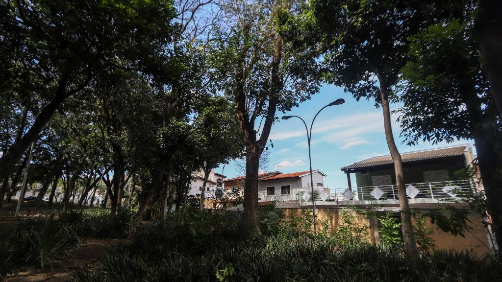Moradores reclamam de falta de iluminação em praça no Jardim dos Ipês