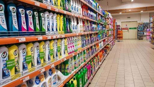 Produtos de limpeza já tiveram aumento significativo nas prateleiras. Foto: Pedro Serra/Agência O Globo - Foto: ACidade ON - São Carlos