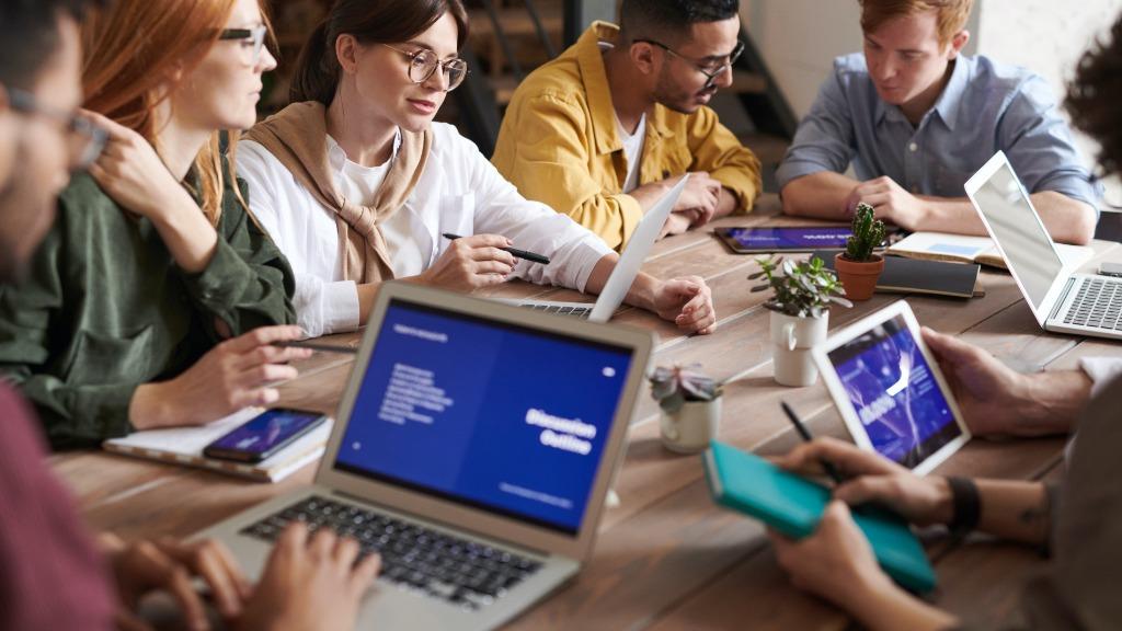 O mercado de trabalho exige mais do que qualificações profissionais dos jovens - Foto: Divulgação